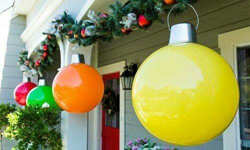 DIY Giant Christmas Ornaments