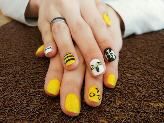 Harry Potter Hufflepuff Nails