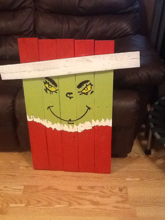 DIY Outdoor Christmas Decorations - Pallet Grinch