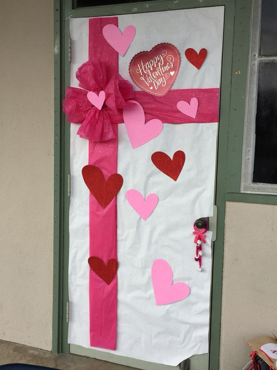 Valentine's Day Classroom Door Decor #classroomdecor #valentinesdaydecorations