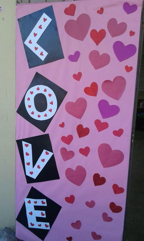 Valentines Day Classroom Door Ideas #classroomdecor #valentinesdaydecorations