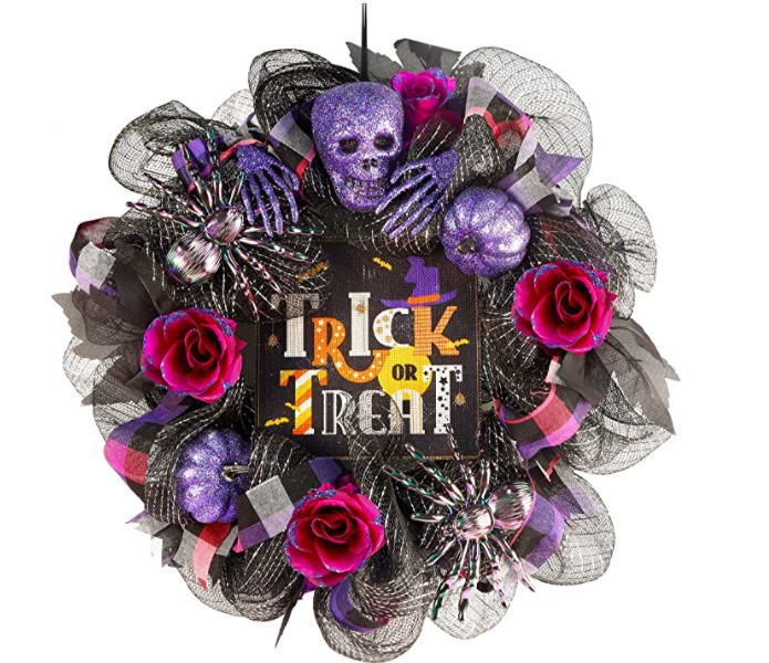 Awesome Halloween Wreaths to put the spook into your decor for fright night!